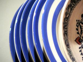 Blue_plates by Flickr user gia_s