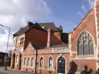Turner Violins - former Lloyds Bank and former Deritend Free Library by Flickr user ell brown