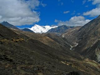 -Nepal - Sagamartha Trek - 065 - valley up to Gokyo and Cho Oyu by Flickr user mckaysavage