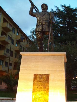 Monument to Enrico Toti by Flickr user avinashkunnath