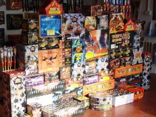 Epic Fireworks - Ultimate Bonfire Pack - The Best Show In Town by Flickr user EpicFireworks