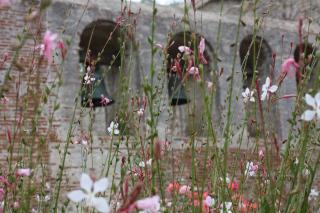 Bells with Flower Screen by Flickr user tinyfroglet